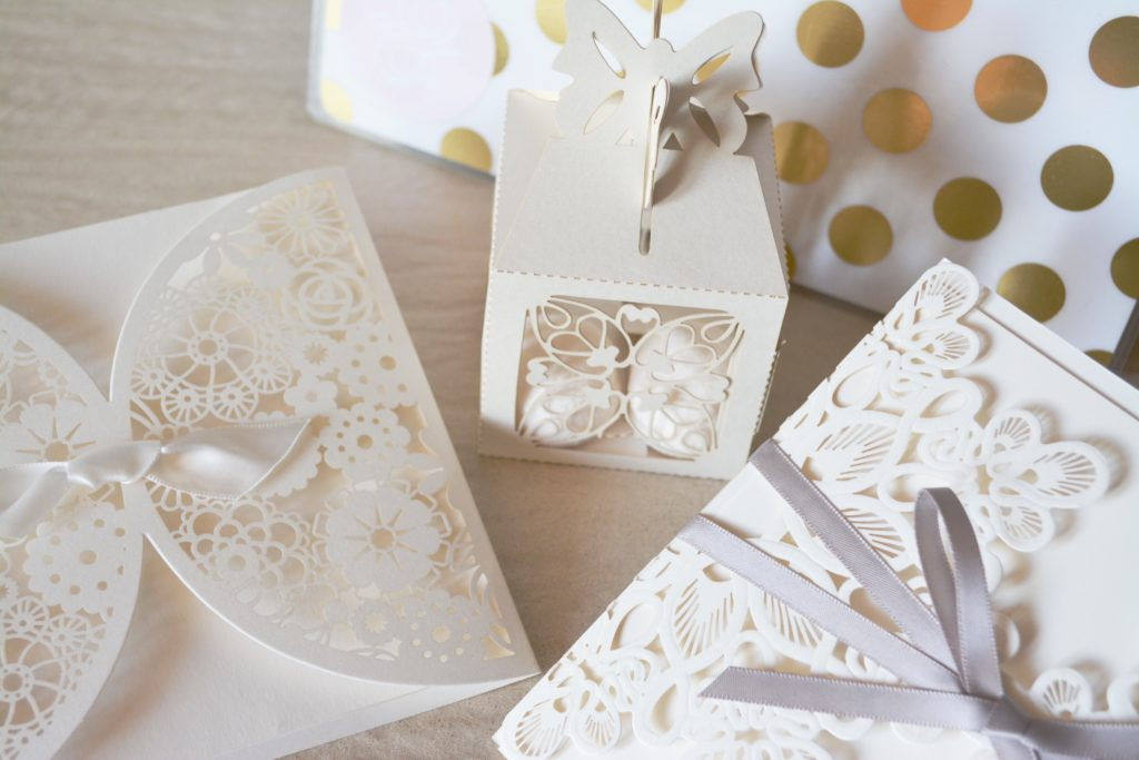 The Dos and Don'ts of <br>Wedding Invitations